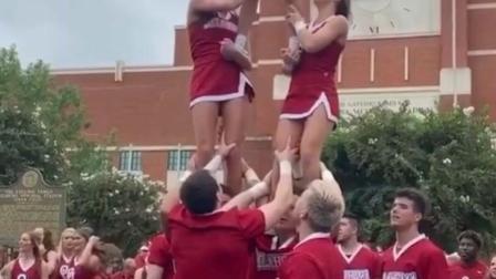 学校的啦啦队,太拉风了。