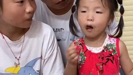 童年趣事:爸爸不舍得吃,都给姐妹俩吃
