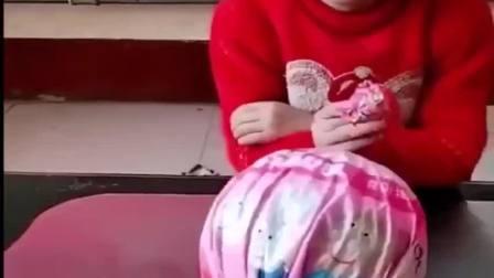 童年趣事:哎呀,这个棒棒糖怎么是假的啊