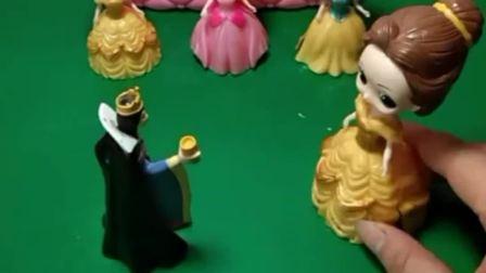 王后有事要出门啦,贝儿在家照顾三位小妹妹,她会是一个称职的姐姐吗