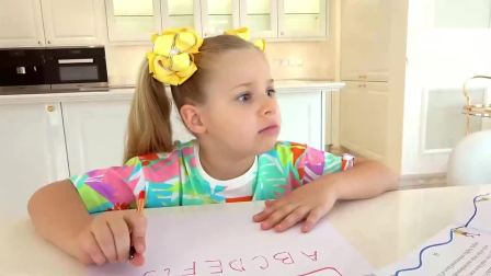 萌宝小可爱:萌娃在写作业看看是谁在捣乱
