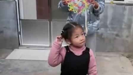 趣味童年:姐姐快跑啊,恐龙来了
