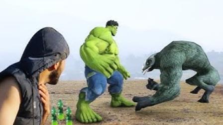 老外恶搞:变身绿巨人打败怪物