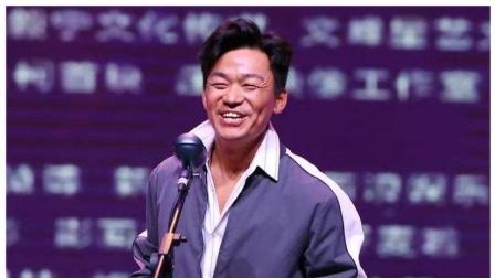 王宝强深夜携女友冯清与友人相聚超甜蜜。