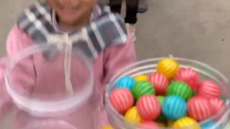 童年趣事:家里没钱,只能给大家发点西瓜糖了!