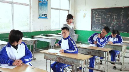 沙雕学生考试作弊被老师抓,处理纸条无极限,看一天笑三天