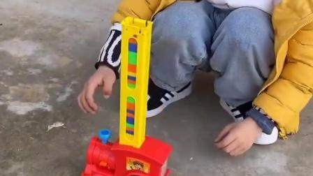 童年亲子:好漂亮的工程车啊
