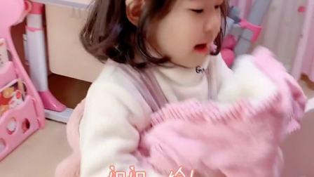 童趣:放假了姐姐天天睡懒觉,也只有妹妹叫姐姐没有起床气了