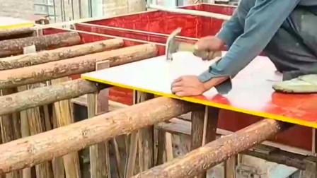 木工师傅太不小心了,万一没发现一根树桩掉下来多危险!真不容易