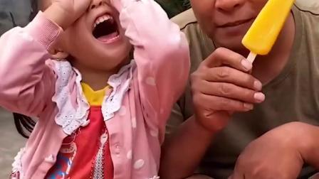 童年亲子:妈妈给妹妹做了手指冰激凌