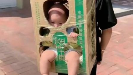 媳妇怕宝宝晒伤,结果想出这种方式带宝宝出去。