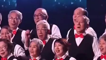 平均74岁的清华校友合唱《少年》,听完让人热泪盈眶,愿每个人历尽千帆,归来仍是少年