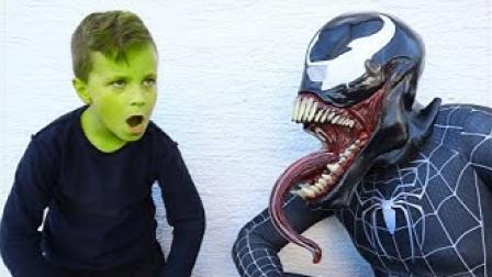 老外恶搞:小小绿巨人VS毒液蜘蛛侠