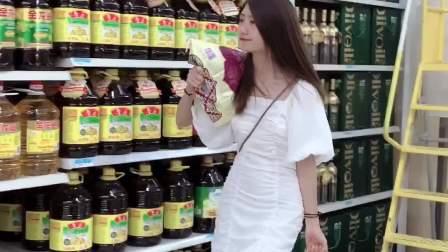 千万不要信女生拧不开瓶盖这件事,那是你没看到她男朋友不在的时候