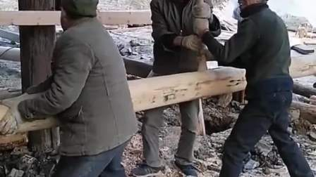 三个人借力打力,这比锤子还好用。
