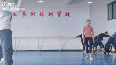 湖南怀化一中舞蹈队训练中。