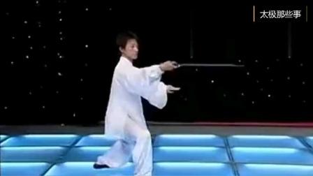 杨式24式太极剑演示。