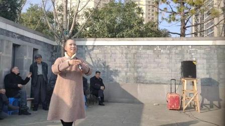 毕胜美在宁波市西塘河公园演唱越剧(唐伯虎点秋香)选段