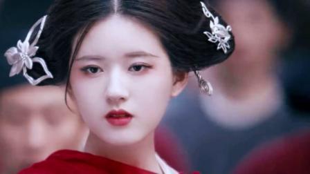 传闻中的陈芊芊:女子古装红衣大赏,赵露思的陈芊芊一骑绝尘