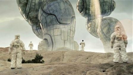 巨型外星人降临地球,人类于它就是蚂蚁,所有攻击都是挠痒痒!