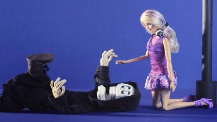死神开始怀疑人生,本来想和芭比约会,却被她一巴掌打飞!