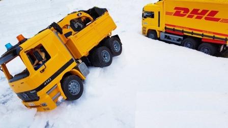拖拉机出发帮助大卡车玩具