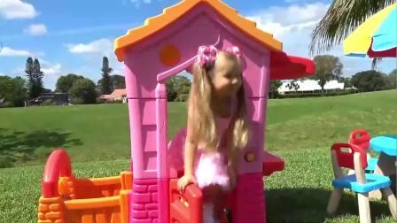 萌宝小可爱:萌娃被毛绒玩具吓到了