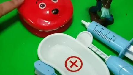 小狗狗来看牙医,他长蛀牙啦,他的牙齿还能吃糖吗