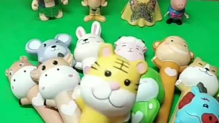 白雪分到一个小兔子解压笔