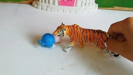老虎抓住了乔治,佩奇给大老虎好多好吃得,佩奇能救出乔治吗
