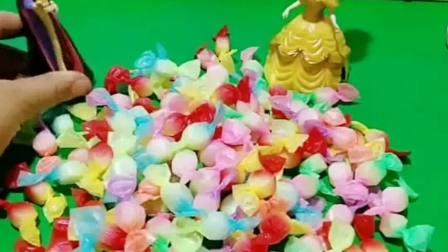 王后给准备了糖果,王后想干什么呢白雪会把糖吃了吗
