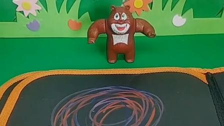 熊二最喜欢吃棒棒糖,熊大为他话了一个,结果被光头强擦掉了