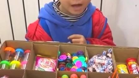 童年趣事:哥哥偷吃糖了吗?