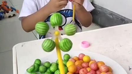 童年趣事:风车糖吃完了,用西瓜泡泡糖做一个吧