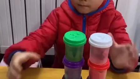 童年趣事:弟弟叠的好高呀