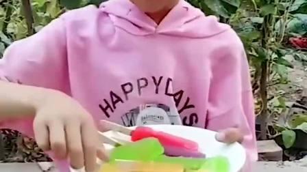 童年趣味故事:小萌娃开始分雪糕了