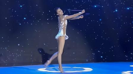 艺术体操表演表演:张豆豆