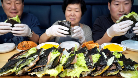 韩国兴森一家三口:全家一起享用折叠方形紫菜包饭,制作超简单,比圆筒形的好吃!