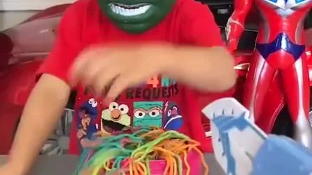 亲子游戏:啊,弟弟是被怪兽抓住了吗?