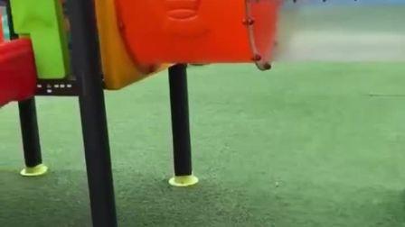 趣味童年:小宝贝玩滑梯太不小心了,磕到头了!