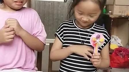 亲子游戏:姐姐的表演真好啊!