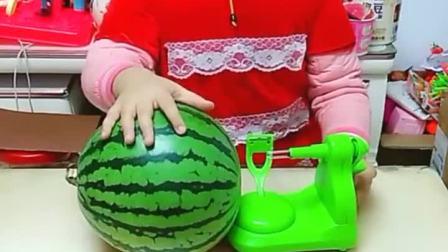童年趣事:宝贝,这是用来削苹果的……