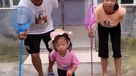 童年趣事:我们一起来跳舞