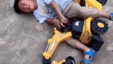 童年趣事:宝贝翻车了?
