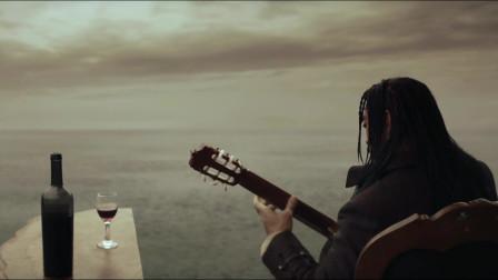 这是一个文艺的海盗!弹吉他喝红酒!