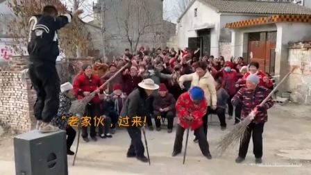 《大年三十来蹦迪》(小视频)