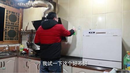 改造没多久的厨房变黑了,试着清洗一下,看看能不能洗干净
