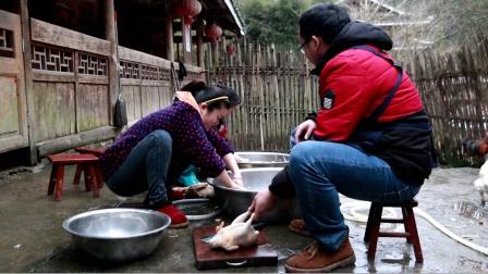 家里养的鸭子吃得太多,一袋稻谷三天吃完,过年都处理了