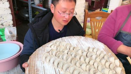 年夜饭群友家这样过,鞭炮一响饺子下锅,一家人围一起,真幸福