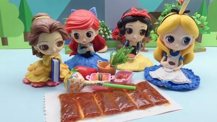 白雪贝儿和好朋友花园野餐,公主们会带什么好吃的呢?